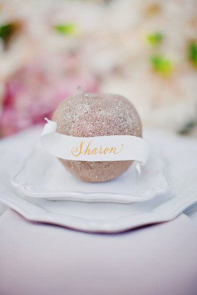 Glitzy-Storybook-Apple-Place-Settings