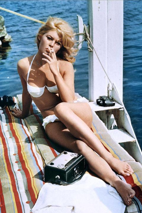 54ab3537da619_-_elle-06-swimsuits-in-film-a-very-private-affair-xln-xln